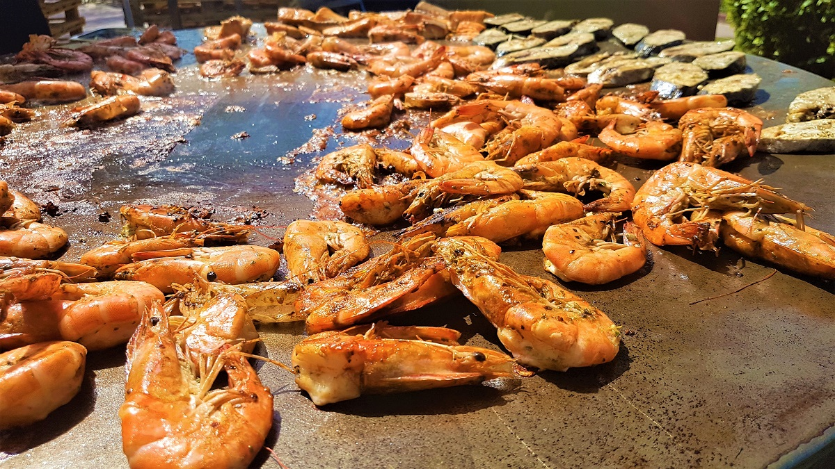 Ajman Hotel - Friday Garden Brunch - BBQ & Live Cooking (01)
